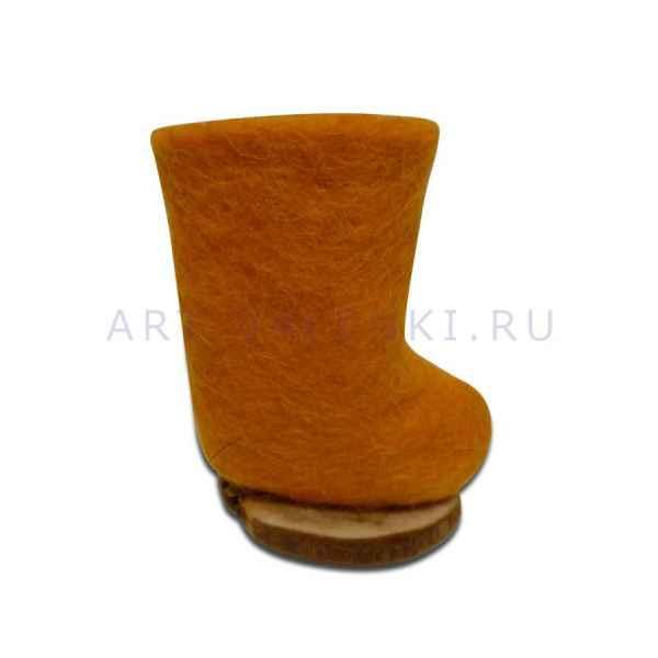 Сувенирный оранжевый валенок на пенечке