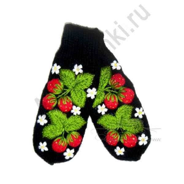 Дизайнерские варежки ручной вязки с вышивкой