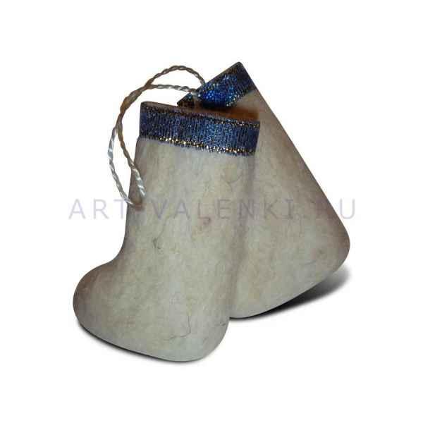 Сувенирные валенки из белой шерсти
